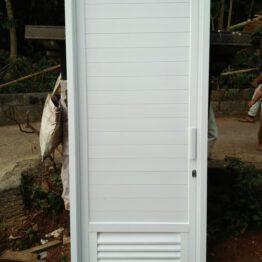 Pintu kamar mandi aluminium pakai kunsen globaltukang